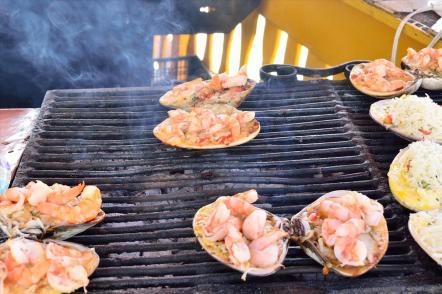 Almejas gratinadas en La Bufadora. Gastronomía de Baja California, durante el tour en Ensenada.