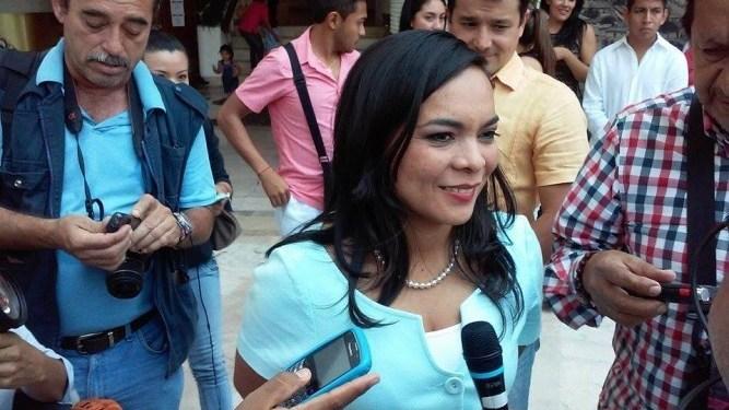 Evade Beatriz Mojica el tema de Aguirre y ratificación de Ortega 2