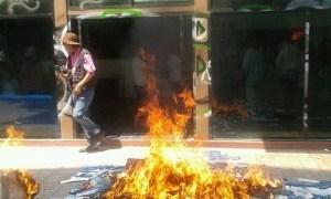 Irrumpen cetegistas en oficinas del PAN en Chilpancingo; queman propaganda de candidatos 4