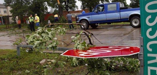 Tormenta deja decenas de lesionados y diez desaparecidos en Texas