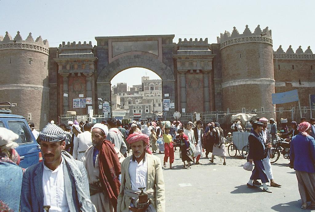 Coalición pide evacuar ciudad de Yemen al advertir nuevos ataques