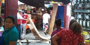 Comerciantes denuncian fetidez por drenaje en mercado central de Acapulco 4