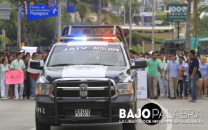 Protesta de alumnos de la Autonoma de Guerrero en Acapulco - Claudio Vargas 1