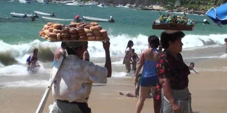 Apenas para comer y pasajes, el salario en Acapulco 1