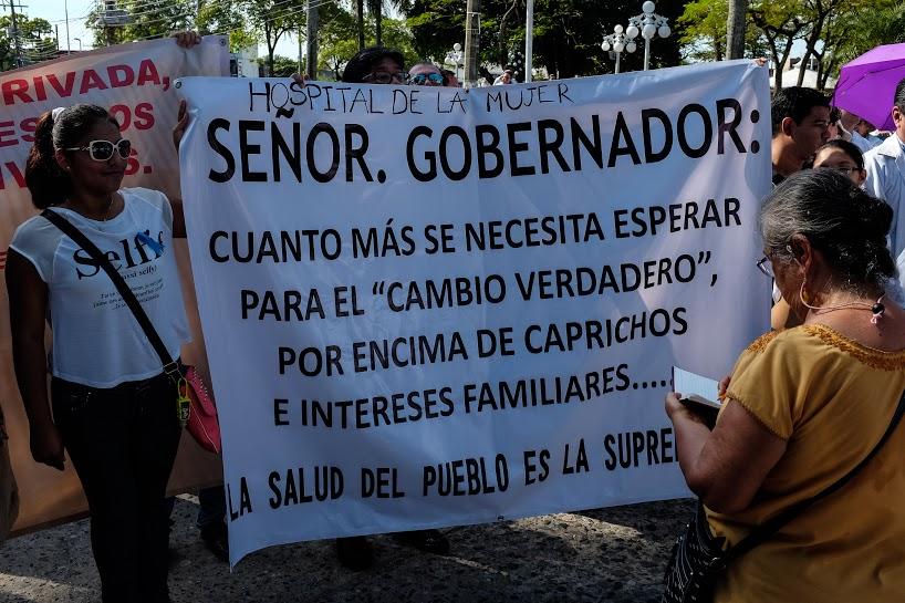 Más de mil 200 marchan por la dignidad de los servicios de salud en Tabasco 9