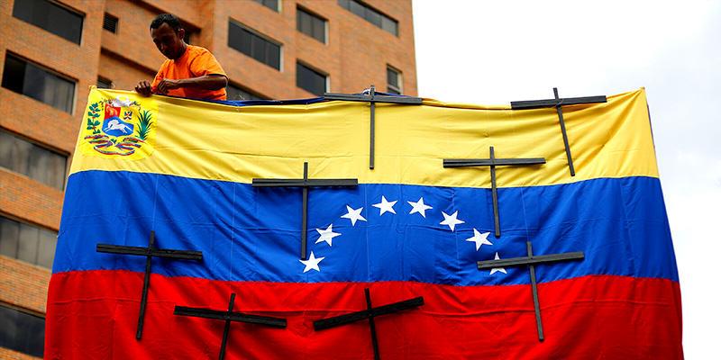 Protestas en Venezuela, crece presión contra gobierno de Maduro