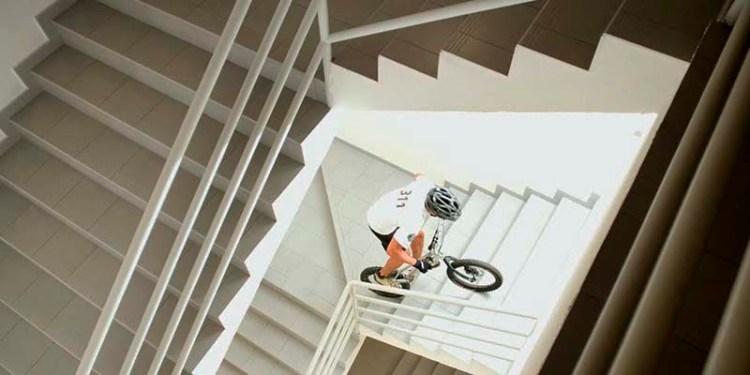 Rompe record Guinness mexicano subiendo escaleras en bicicleta 1