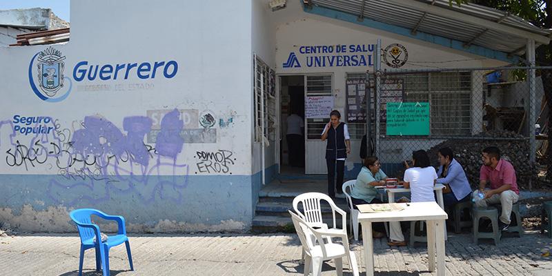 Dan consultas en la calle, en centro de salud de Chilpancingo