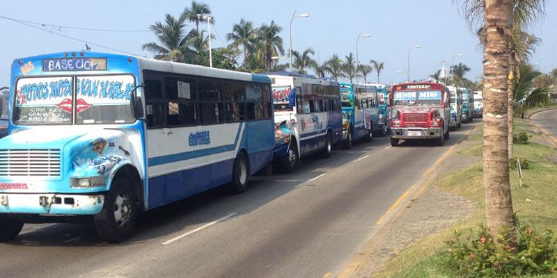Protestan transportistas en Acapulco, piden destitución de Juan Barrios