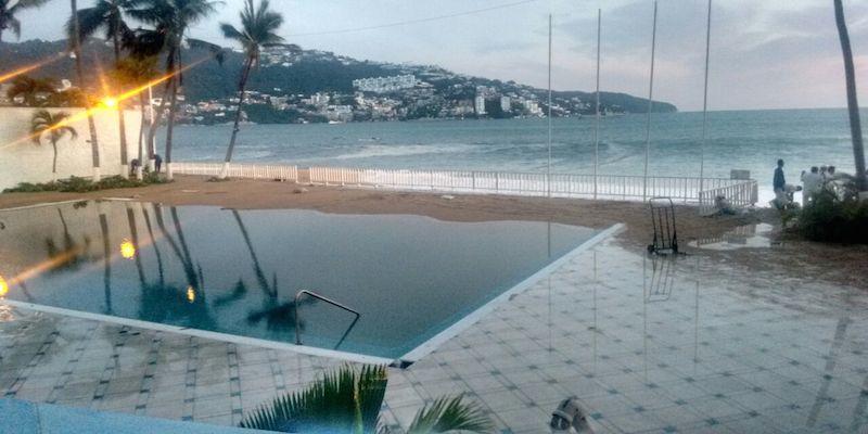 Mar de Fondo afecta hoteles en Acapulco