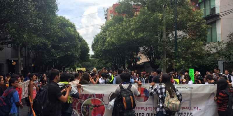 Gobierno capitalino criminaliza a jóvenes por manifestarse