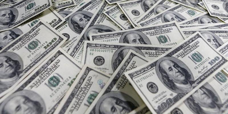 Dólar promedia 18.66 pesos en aeropuerto de la CDMX