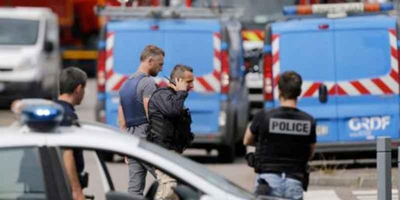 Detenidos tres adolescentes por planear atentados en Francia
