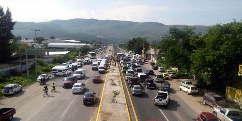 Armados toman comisaria de Petaquillas y habitantes bloquean carretera