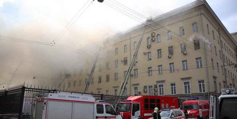 Incendio en almacén de Moscú deja al menos 17 muertos