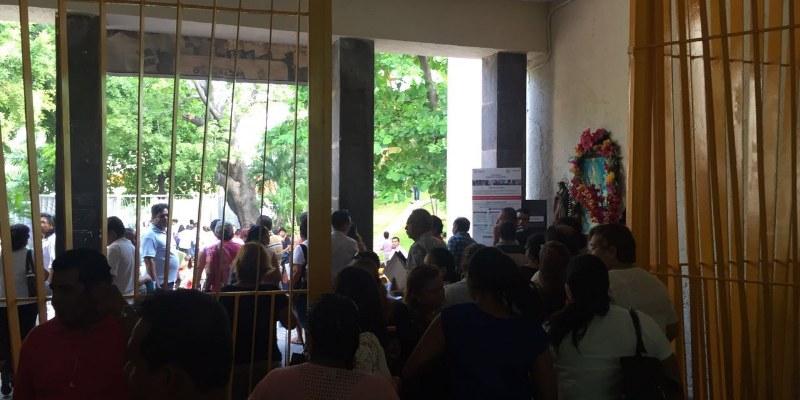 Toma y desaloja CETEG ayuntamiento de Acapulco
