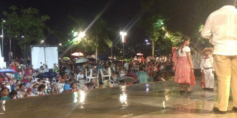 La lluvia no apagó el contragrito de resistencia en Acapulco