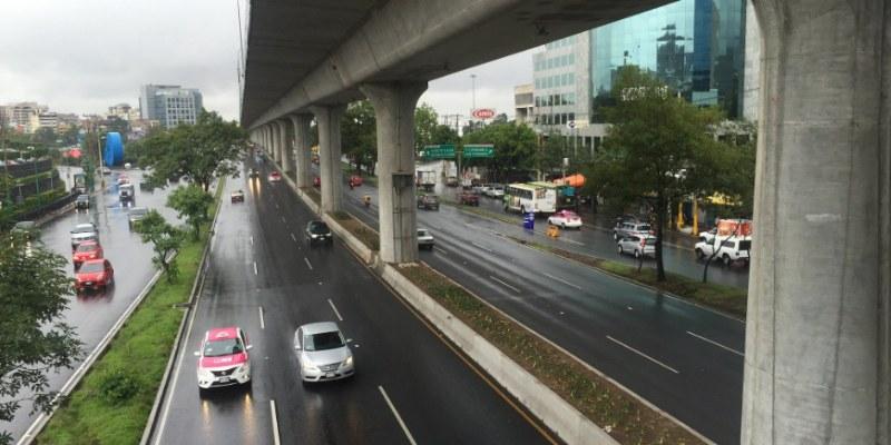 Autos con engomado rojo no circulan hoy en CDMX