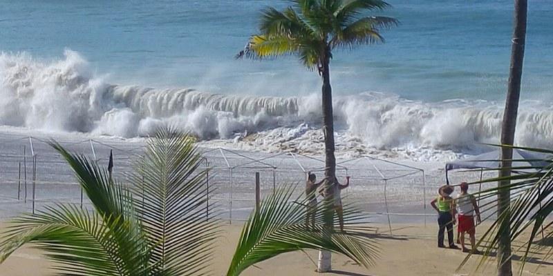 Cierran puerto a la navegación en Acapulco por Mar de Fondo