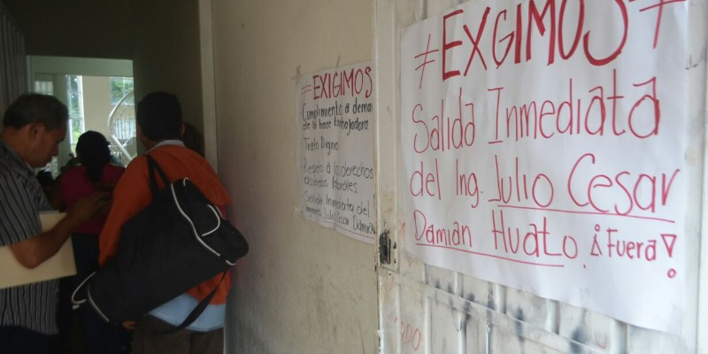 Toman oficinas trabajadores de educación en Guerrero