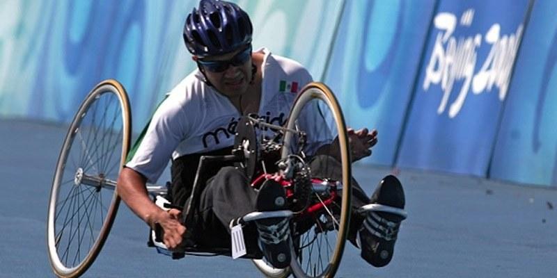 Mexicano gana plata en 400 metros T51 de Paralímpicos