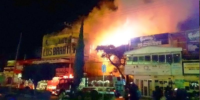 Califican de 'terrorismo' incendio de tienda en Chilpancingo
