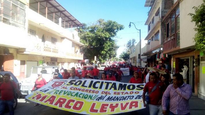 Con marcha piden sindicalizados de Chilpancingo revocación para Leyva Mena