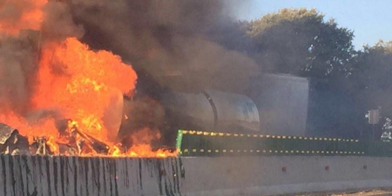 Cierran la México-Cuernavaca por explosión de pipa