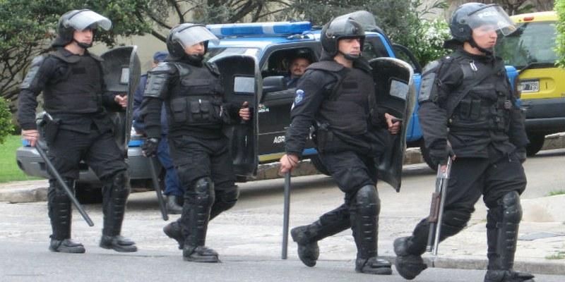 Policías torturan a dos jóvenes en Argentina