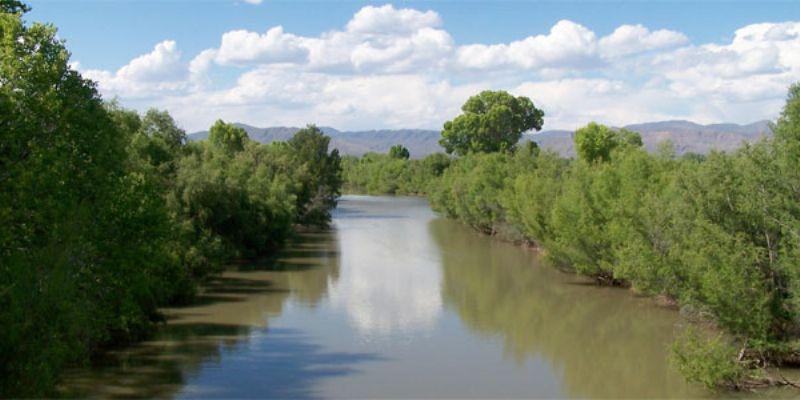 Rescatan a siete personas arrastradas por río Nazas en Coahuila