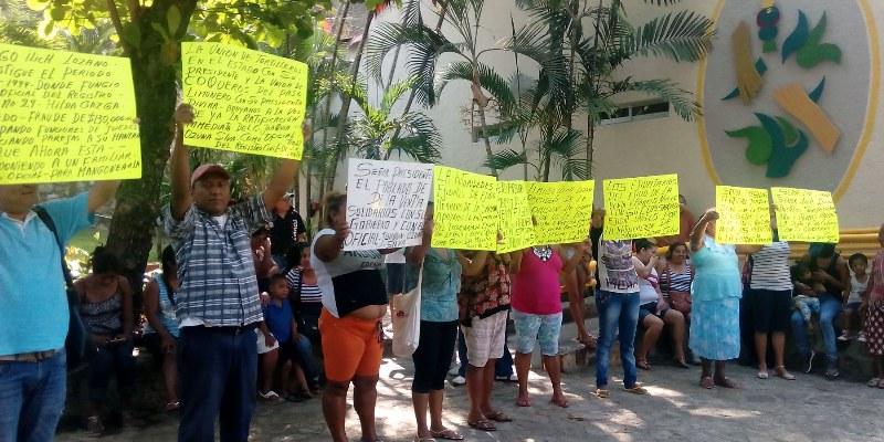 Protestan colonos en ayuntamiento; rechazan cambio en Registro Civil