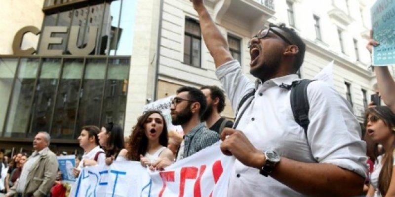 Europa preocupada por posible cierre de universidad de Soros en Hungría