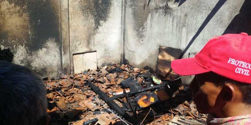 Mueren dos niños en incendio en Atoyac