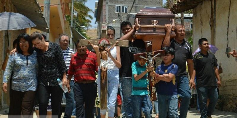 Despiden a exalcalde asesinado de Guerrero en vigilado sepelio [VIDEO]