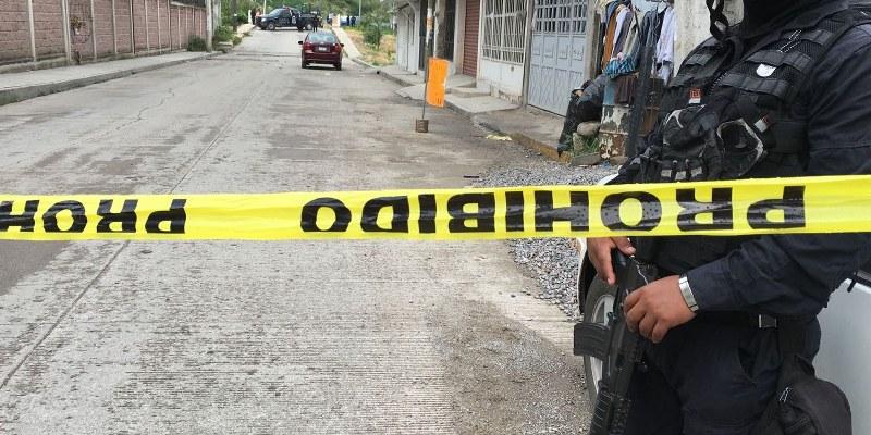 Asesinan a un hombre en la carretera Cayaco-Puerto Marqués, Acapulco