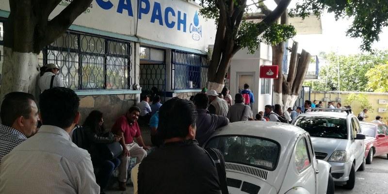 Emplazan a paro laboral sindicalizados de la CAPACH; exigen pagos
