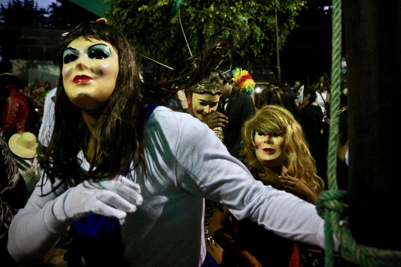 Difuntos regresan del más allá a la fiesta de la Huehuenchada 7