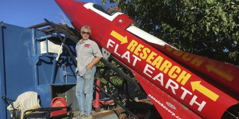 Demostrar que la Tierra es plana lleva a un hombre a viajar en cohete casero