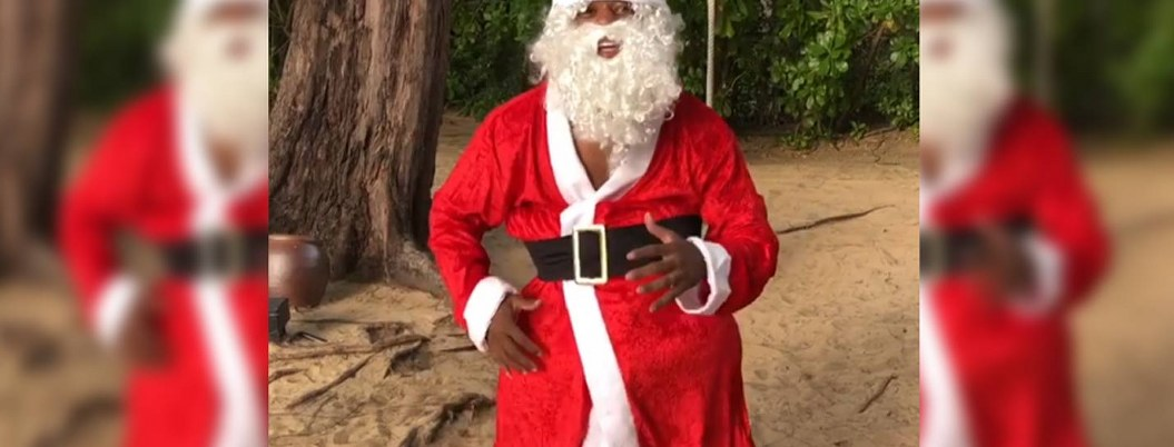 Patrice Evra dio mensaje de Navidad disfrazado de Santa  VIDEO