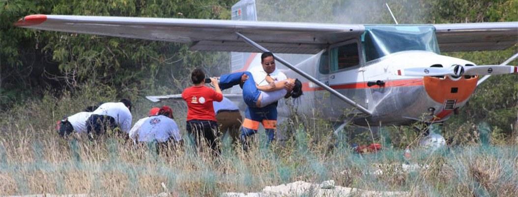 Rescatan con vida a ocupantes de avioneta que cayó en Quintana Roo