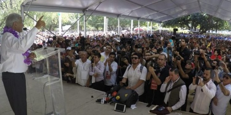 Obrador alista denuncia ante el INE por 'guerra sucia' 1