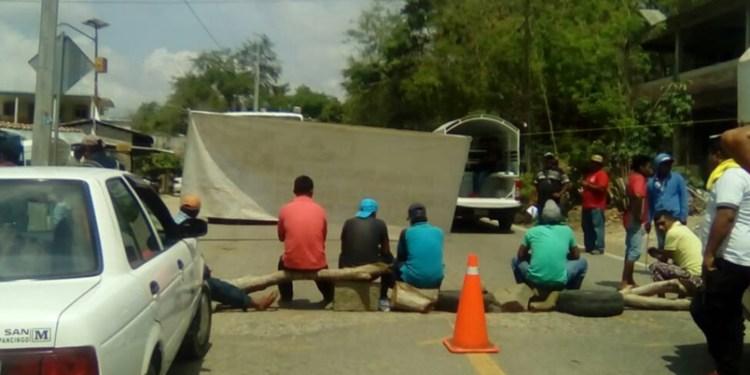 Alcalde desatiende bloqueo en carretera de Tecoanapa, Guerrero 1
