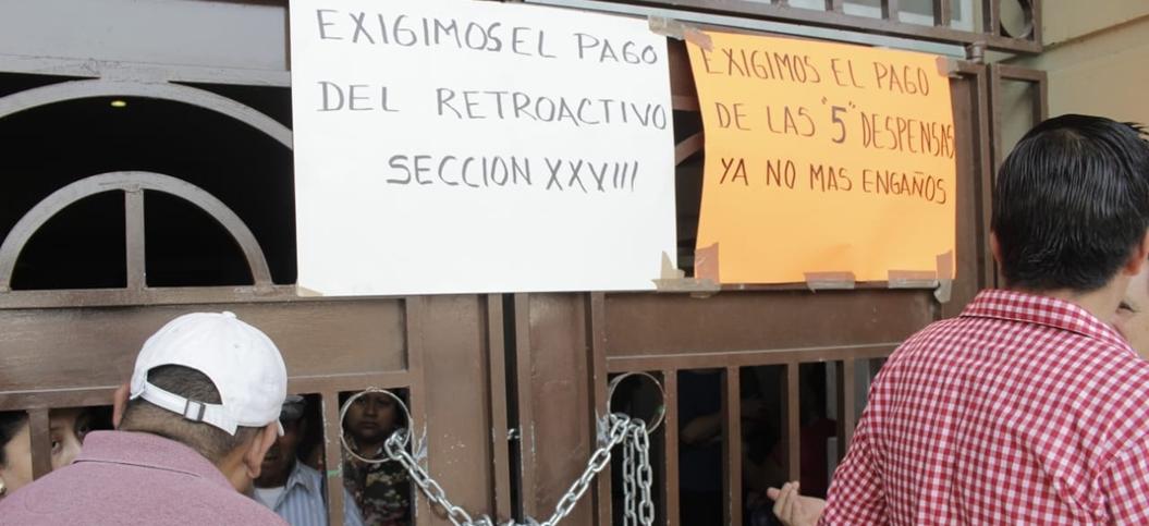 Sindicalizados del gobierno estatal toman ayuntamiento de Chilpancingo 2