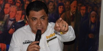 Alcalde de Chilpancingo 'desapareció' dinero de trabajadores de Servicios Públicos; no les paga 3