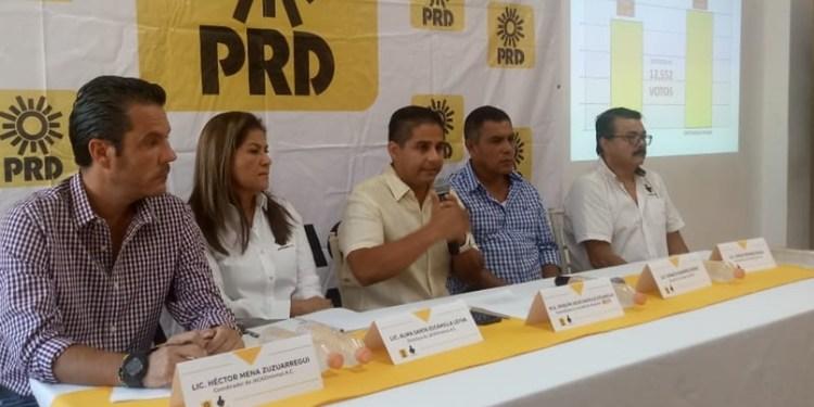 Badillo busca dirigir a un PRD en terapia intensiva; expulsará a Rumbo 1