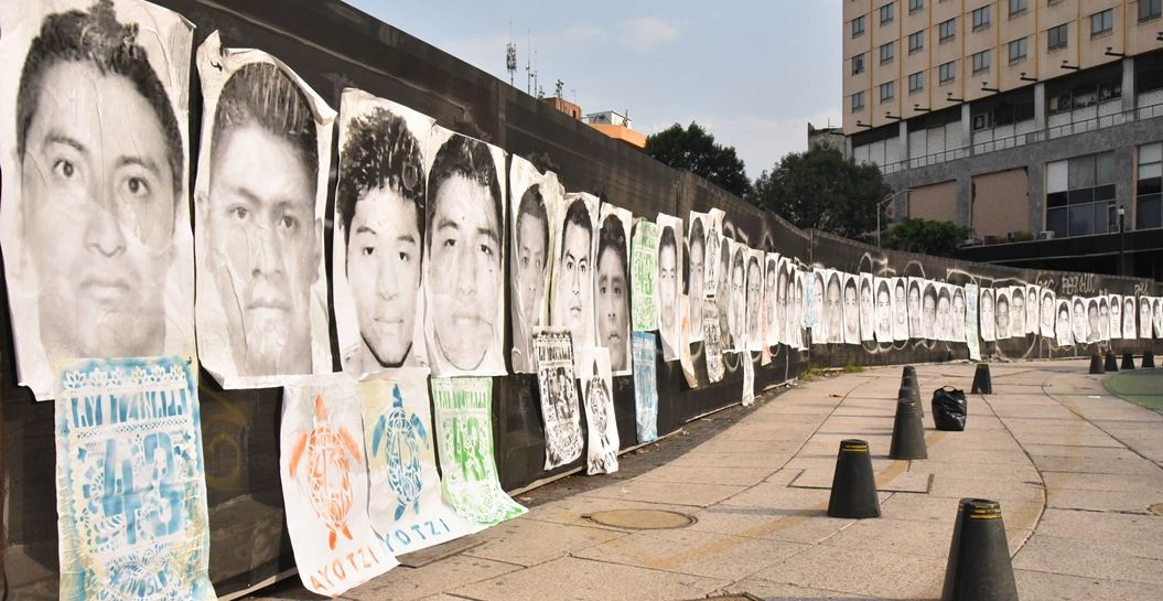 EPN agravia a los familiares de los 43 normalistas desaparecidos 1