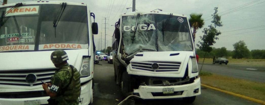 Choque entre dos camiones de personal deja 19 lesionados en NL