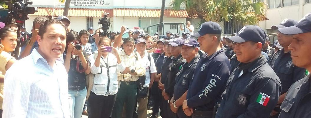 Evodio ignoraba que desarmarían a su desprestigiada Policía Municipal