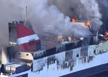 Mueren diez personas en incendio de ferry en Indonesia 3