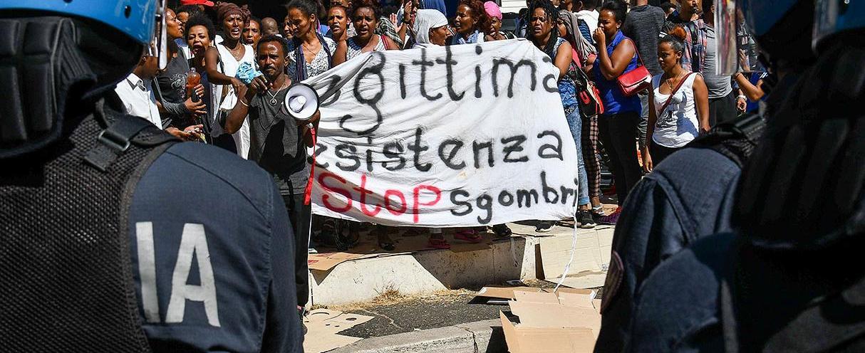 Policía italiana realiza redada contra inmigrantes en Roma